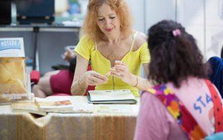 Rita Faccia durante una consulenza