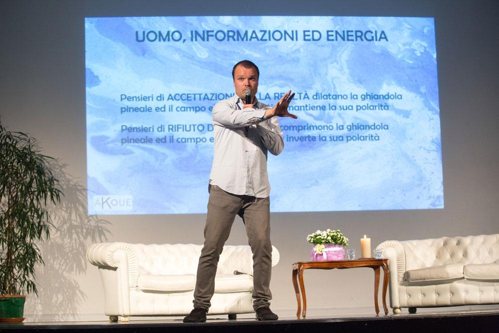 Matteo Marchesini durante la conferenza
